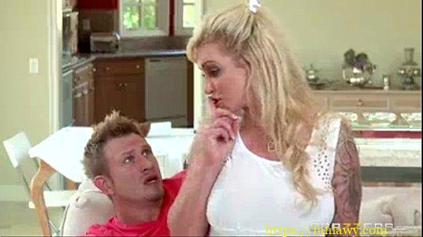 سكس امهات ساخن تتناك من ابنها فى المطبخ